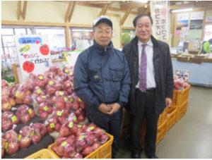 武田さんと果樹出荷者の畠さん